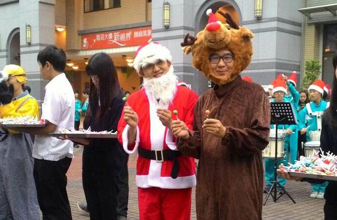 聖誕老人:本校楊益强校長,麋鹿:黃永銓會長